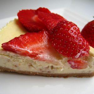 Cheesecake aux fraises et pepites de chocolat blanc aux fraises1
