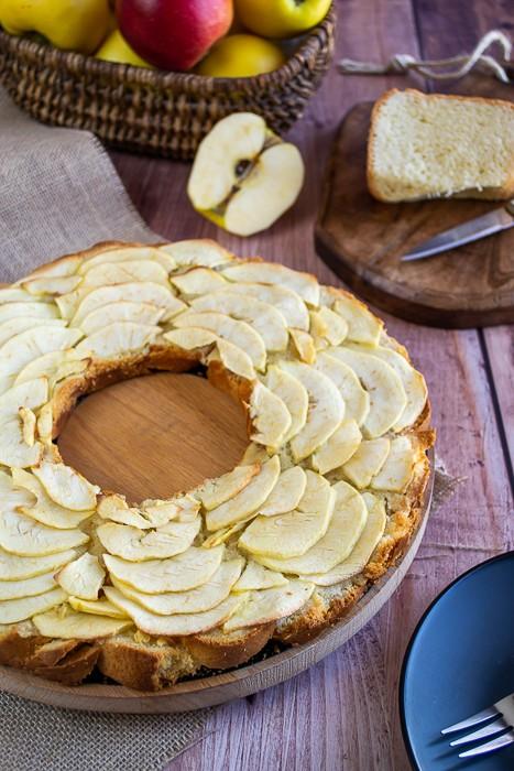 Tarte aux pommes crème d'amandes et brioche