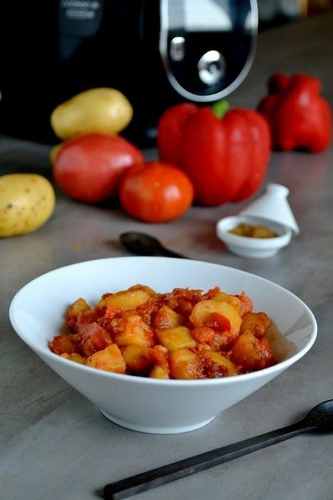 Pommes de terre aux poivrons rouges et à la tomate
