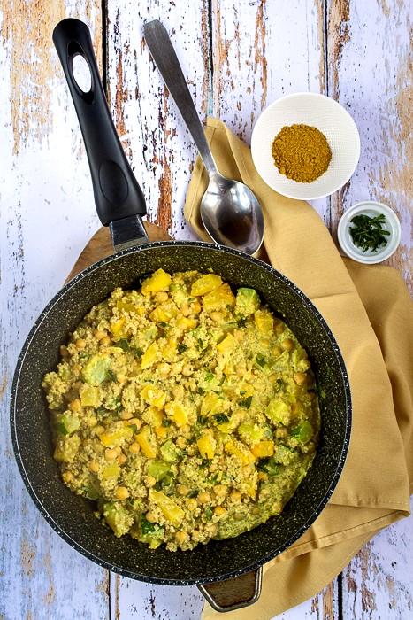 Curry de quinoa pois chiches et courgette